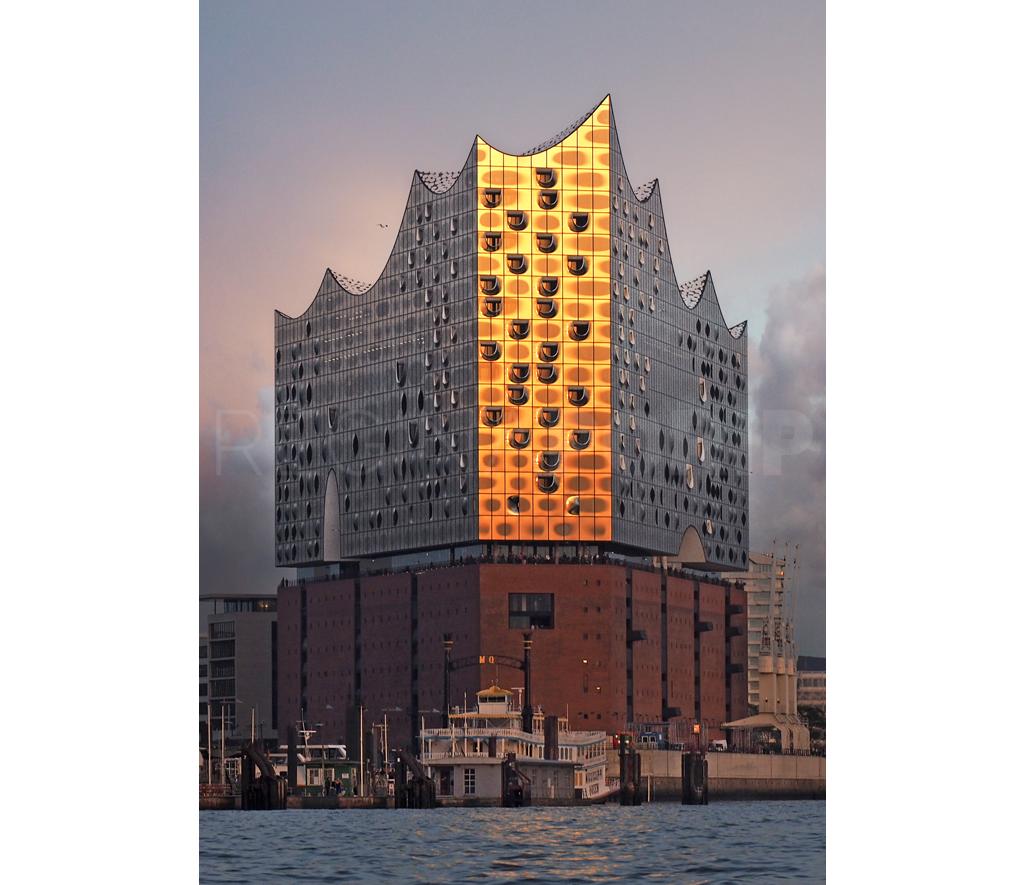 Hamburg Elbphilharmonie  –  42 x 60 cm  –  Plexiglas